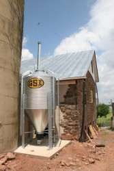Grain Hopper Automatically Feeds Supplemental Heating Grain-Burning Furnace